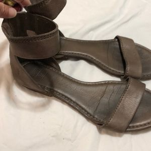 FRYE SANDALS SIZE 11M TAUPE LIKE COLOR
